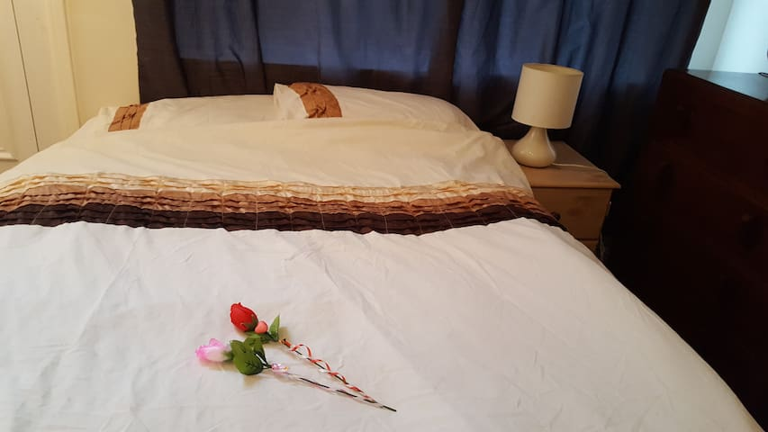 Quality Comfy Double in Spacious Shared Room +WIFI - West Yorkshire - Hus