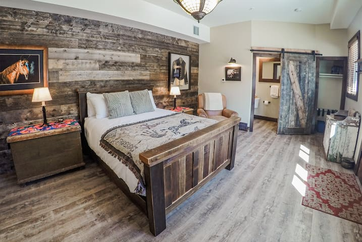 Carriage House Queen Bedroom