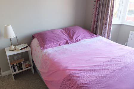 Cosy and friendly house + Breakfast - Whitefield - Bed & Breakfast