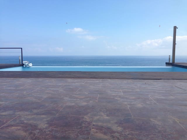 Unbelievable location, sea front villa,4 bedrooms. - Castro Urdiales - Rumah