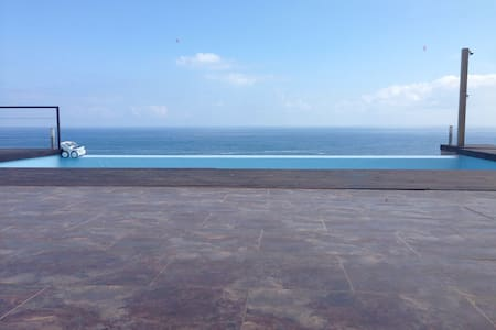 Unbelievable location, sea front villa,4 bedrooms. - Castro Urdiales