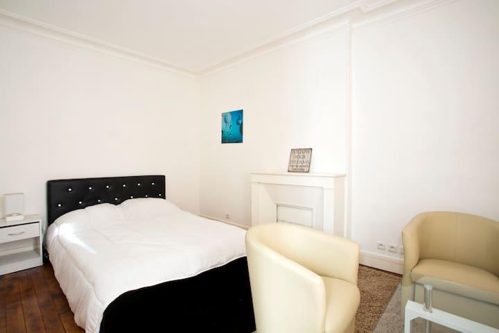 Spacious and Modern Apartment - Montmartre - Paris