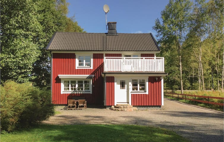 Holiday cottage with 2 bedrooms on 90 m² in Stensjön