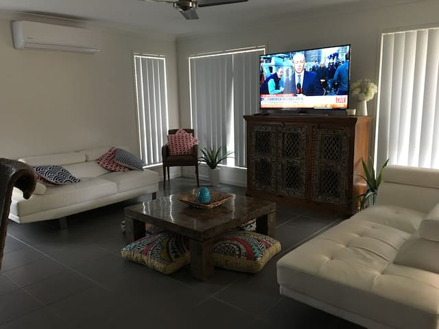 Central living - Pimpama - Hus
