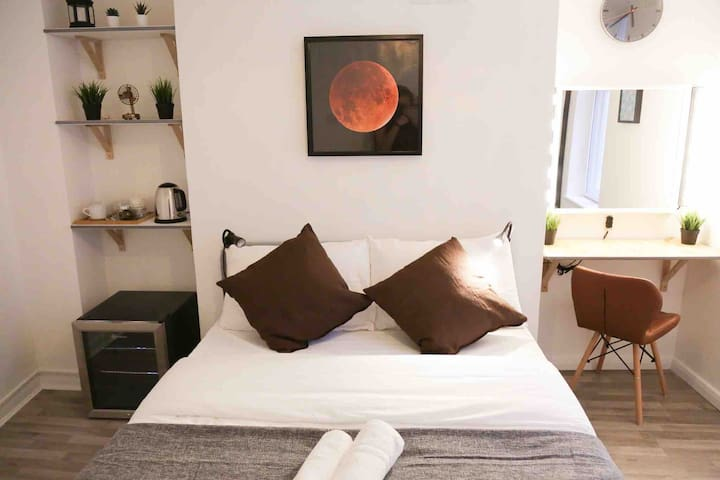 New modern room in Camden Town, London