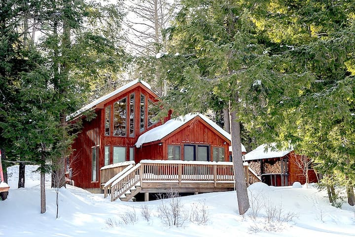Remote Lakefront with Sauna, Snowshoes, Fireplace