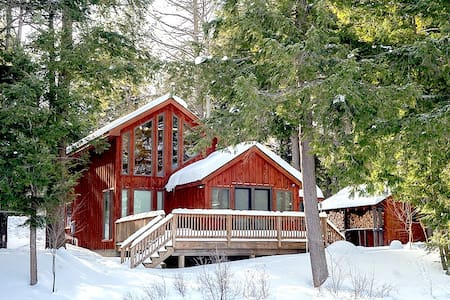 Lakefront Cabin with Sauna, Snowshoes, GREAT View! - Wells - กระท่อม
