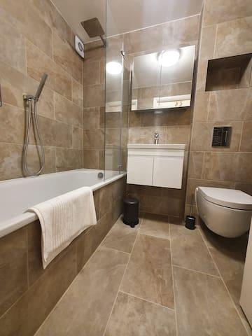 Luxury, modern one bedroom flat in East Finchely