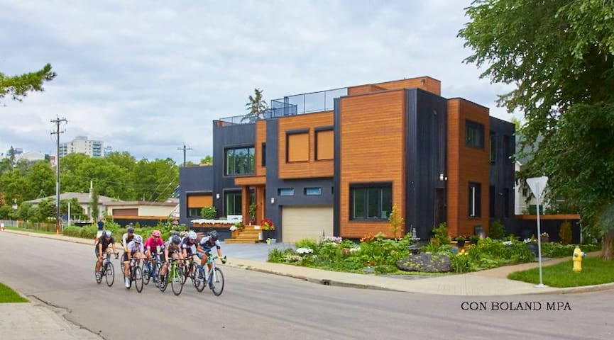 our home is located in the heart of edmonton on the 35 km long bike - Ultra Modern Luxury Homes