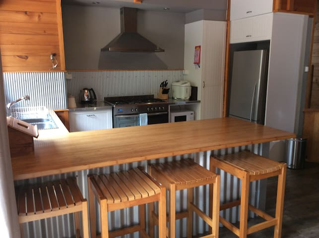 Amazing family size 4 bedroom cabin in Mole Creek