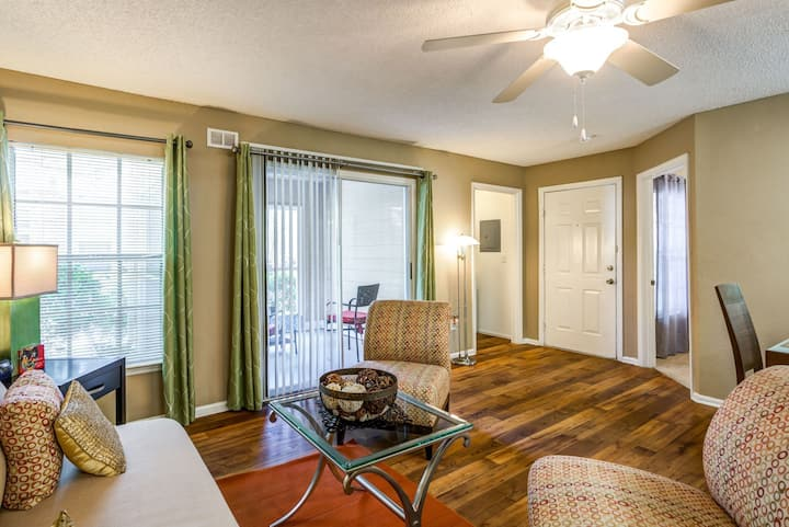 Clean, comfortable apartment | 2BR in Orlando