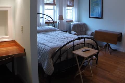 """#1. """"Monthly rental"""" Furnished, Waterfront suite"""