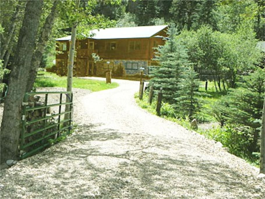 2.5 Acres of Private Luxury in the Rockies!