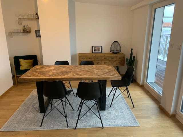 Modern apartment with great balcony in Schwabing
