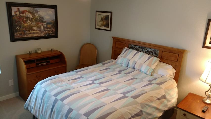 Bedroom to rent in great location!