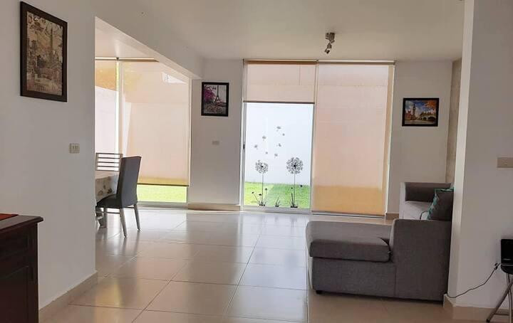 Amplia casa ideal para trabajo o descanso familiar