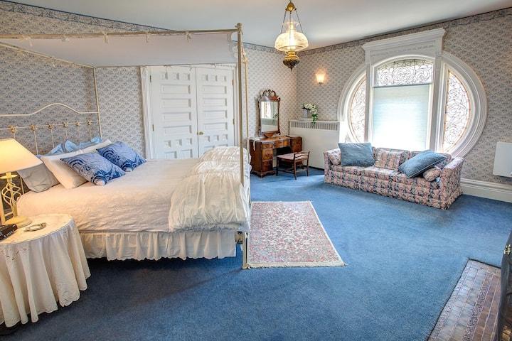 Queen Room Wedgewood