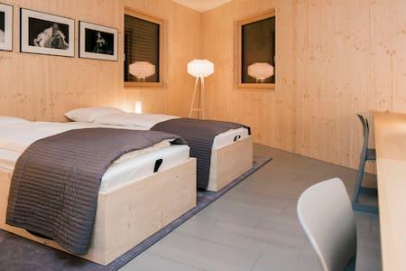 b&b at Hans - blue room - Brunegg