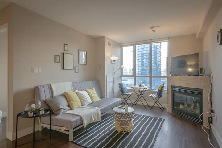 Entire 1 BDR&Sofabed Condo  parking near BC Place