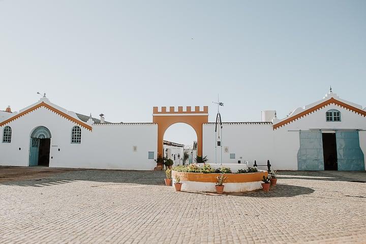 Cortijo Santa Clara - Carmona. (Gray Cottage).