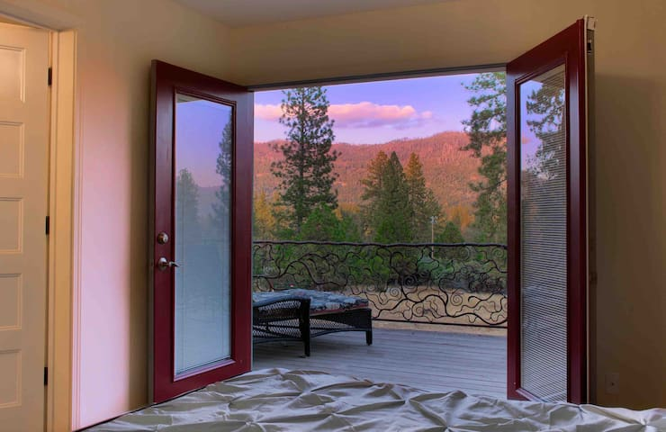 Yosemite Poppy Manor