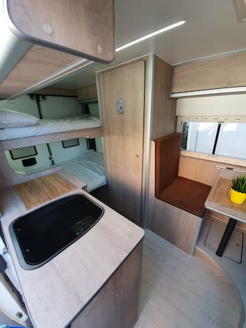Camper / Caravana /  Autocaravana