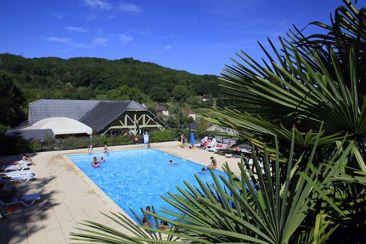 Chalets 2 personnes avec piscine - Lissac-sur-Couze