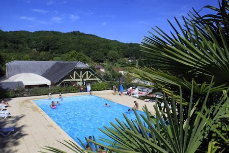 Chalets 2 personnes avec piscine - Lissac-sur-Couze - Dağ Evi