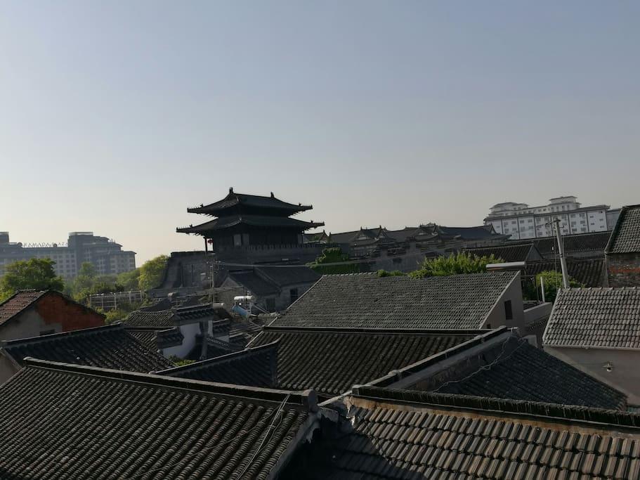 房间通阳台,东关城门近在咫尺,五分钟步行至东关古渡,个图