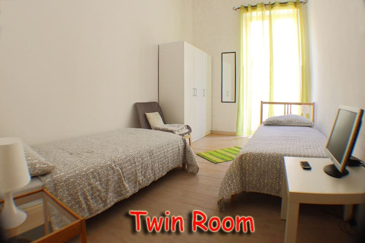 Twin room near Station - Palermo - Lägenhet