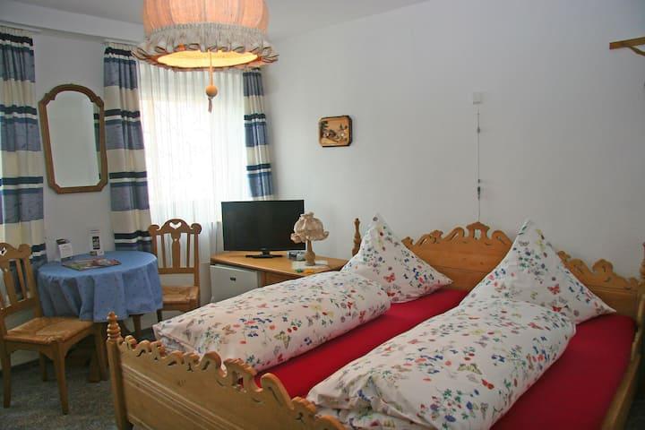 Pension Bader, (Löffingen), Doppelzimmer Wutachschlucht mit Dusche und WC