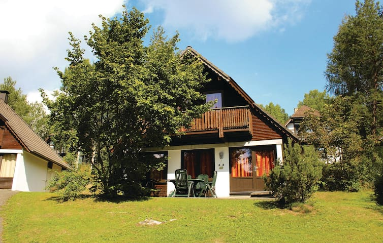 Holiday cottage with 3 bedrooms on 75 m² DHE305