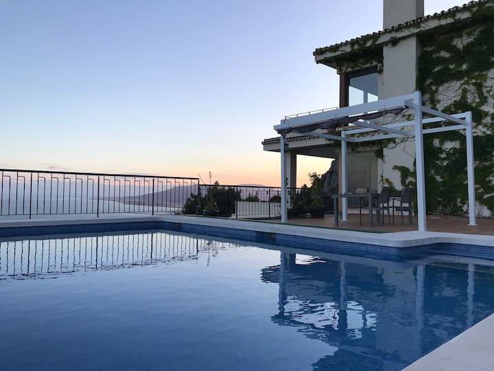 Preciosa casa con vistas al mar y montaña