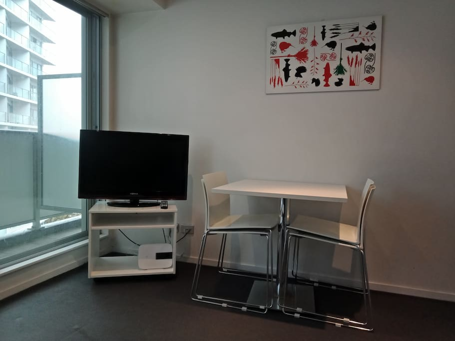 TV, WIFI, dining table + 4 chairs