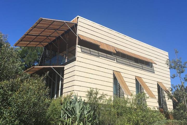 Boolarong - Iconic Architect Designed Beach House