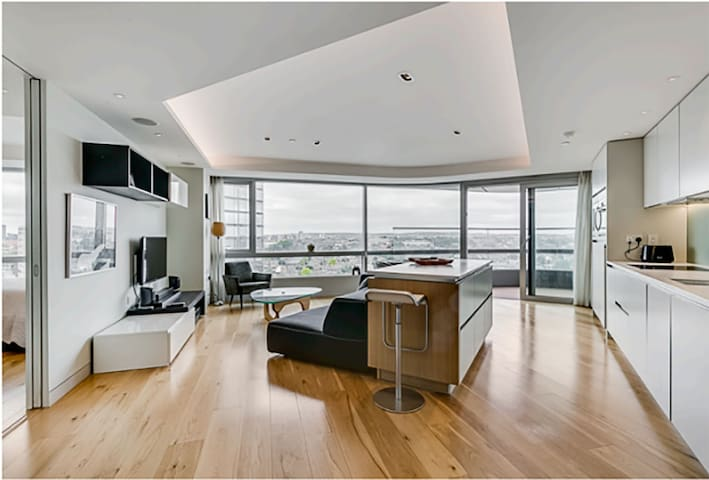 Zone 1, incredible high floor apartment with views