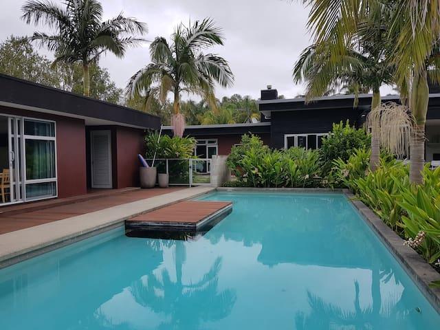 Idyllic studio - poolside to relax & unwind