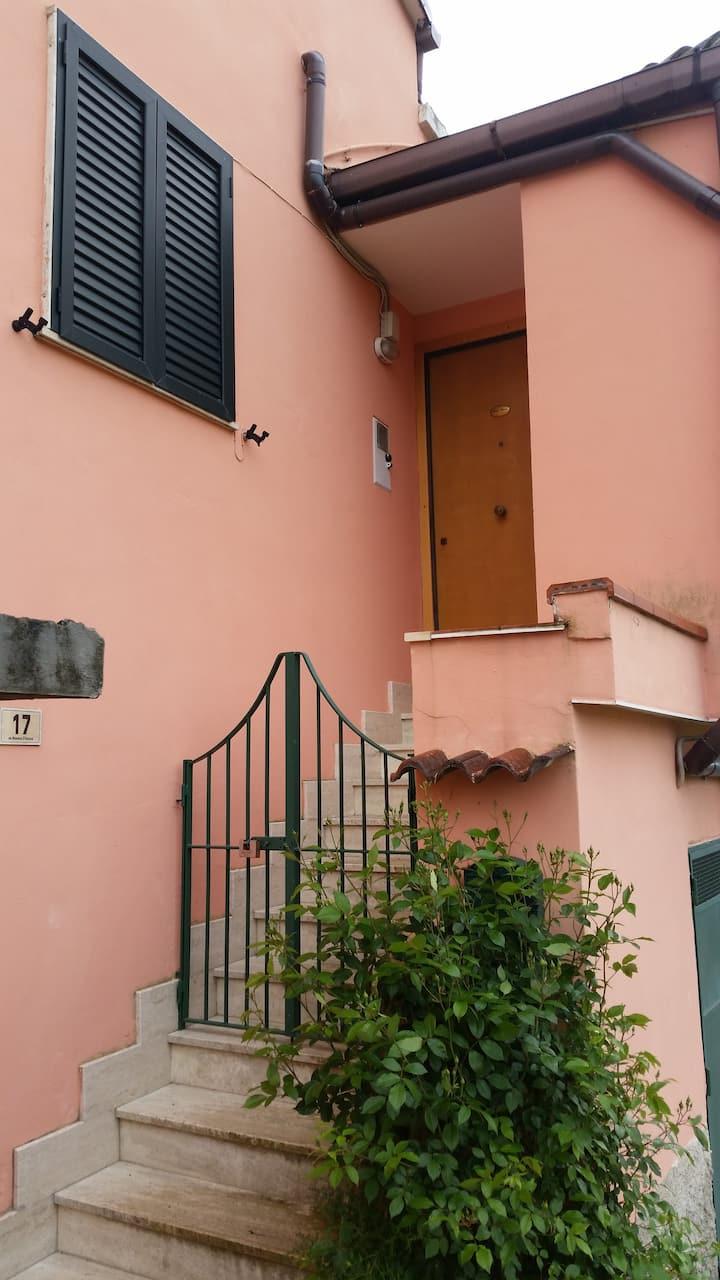 Casa indipendente con vista sul golfo di Salerno.