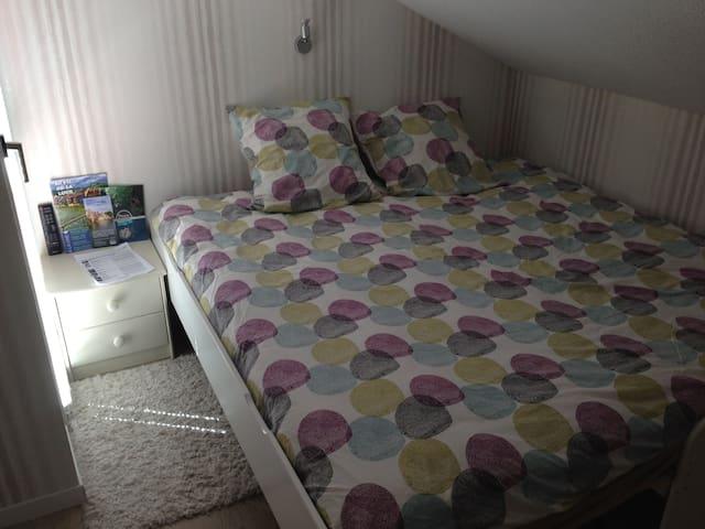 Belle chambre avec balcon - Ornans - Ev