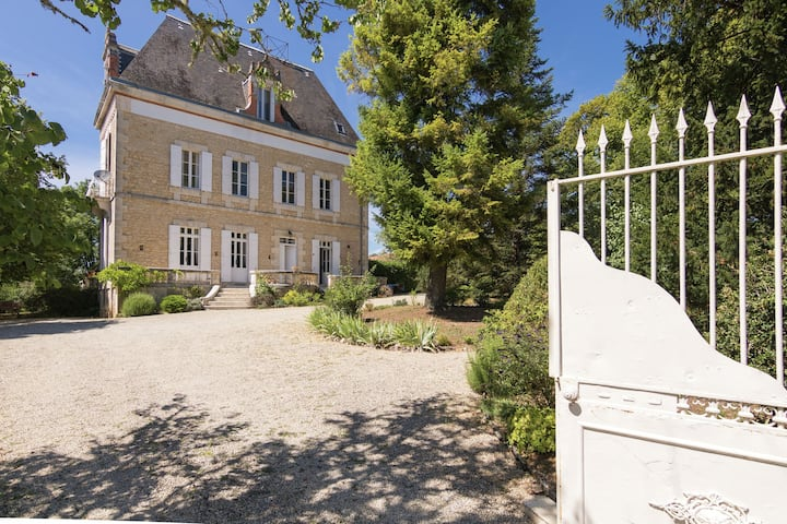 Upscale Mansion in Brouchaud with Views Across Private Pool