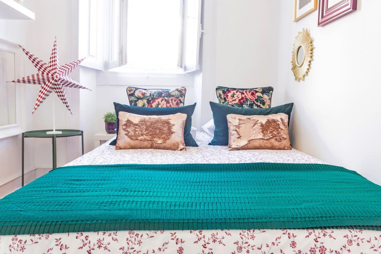 Quarto muito agradável, colchão confortável, lençóis com  cheiro de limpo é bem organizado, tudo muito simples mais com todo cuidado e preocupação em fazer o melhor!