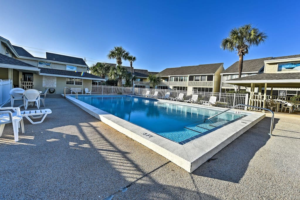 Have the ultimate Miramar Beach getaway at this vacation rental townhouse.