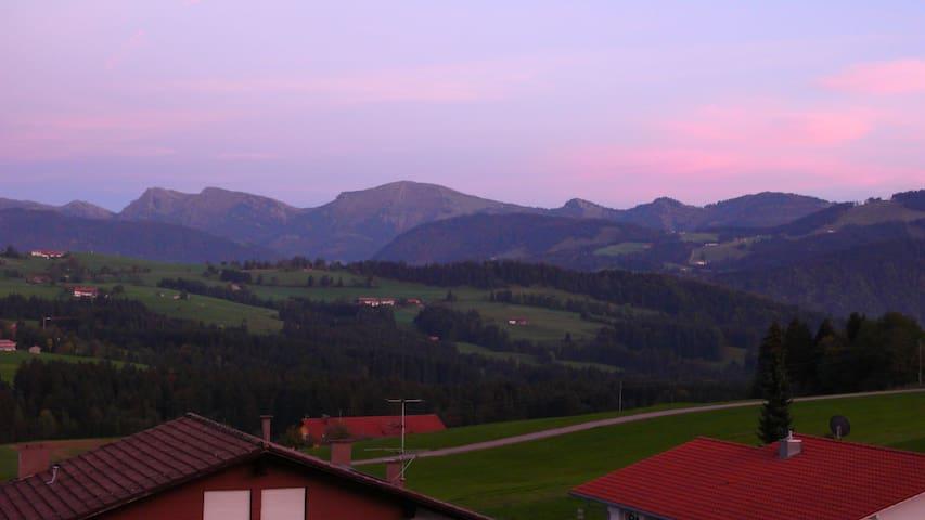 Ferienwohnung mit Ausblick - Oberreute - Appartement