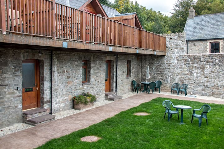 Vale Chestnut sleeps 3 + 2 with shared indoor heated swimming pool