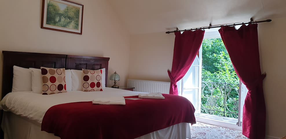 St.Benets Abbey, Historic Bed & Breakfast- Room 3