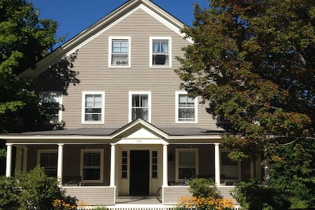 Large House Perfect for Fall and Winter Getaways - Weston - House