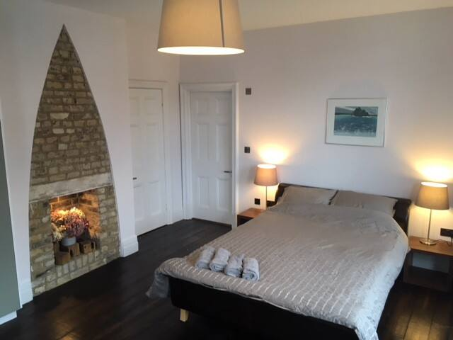 Spacious double room with en-suite in Herne Hill.