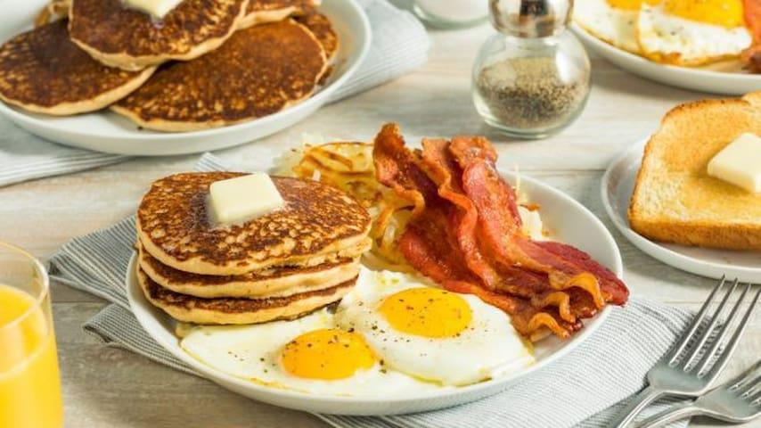 Donde desayunar cerca a Casa