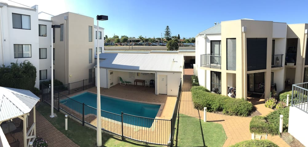 LUXURY living in the suburbs - Thornlie - Condominium