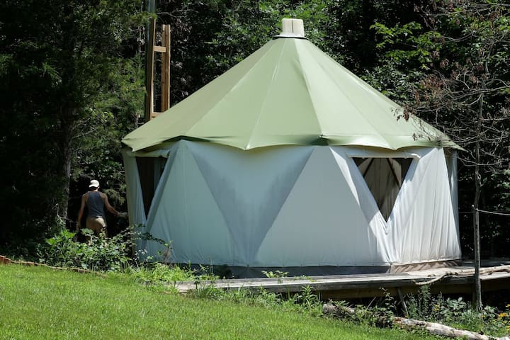 Yome Glamping Wooded Getaway on 70+ acre farm